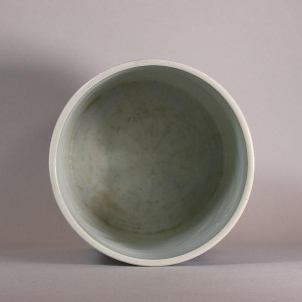 Chinese blue and white brush pot, Bitong, Kangxi (1662-1722), c.1700-15 - image 5