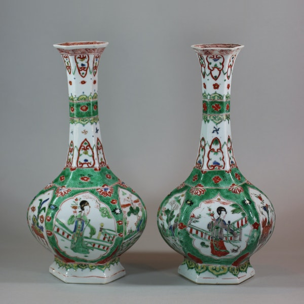 Pair of Chinese famille verte facetted bottle vases, Kangxi (1662-1722) - image 1