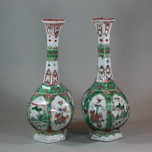 Pair of Chinese famille verte facetted bottle vases, Kangxi (1662-1722) - image 3