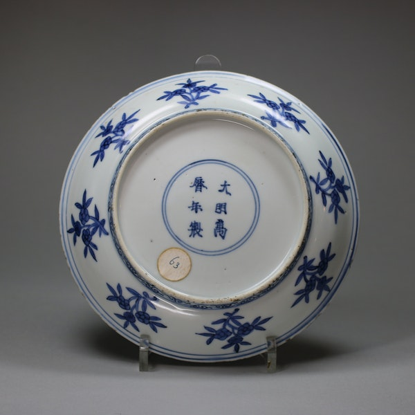 Chinese blue and white dish, Wanli mark and period (1573-1619) - image 2