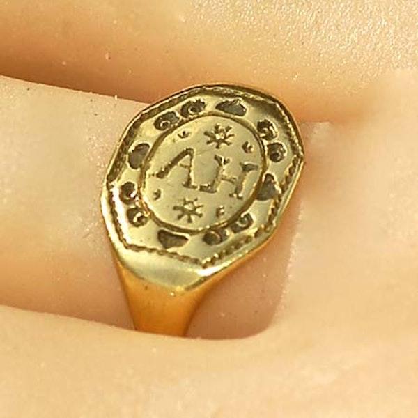 Tudor signet ring - image 2