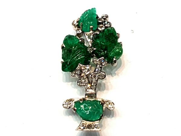 Carved emerald and diamond giardinetti brooch  DBGEMS - image 4