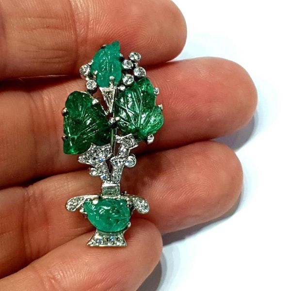 Carved emerald and diamond giardinetti brooch  DBGEMS - image 3