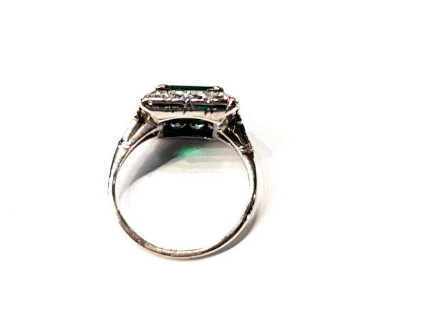 1.92ct Columbian Art deco emerald engagement ring - image 3