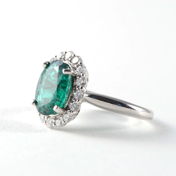 1970's 18ct White Gold Emerald & Diamond stone set Ring, SHAPIRO & Co - image 2