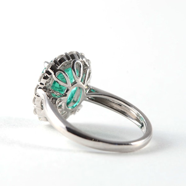 1970's 18ct White Gold Emerald & Diamond stone set Ring, SHAPIRO & Co - image 4