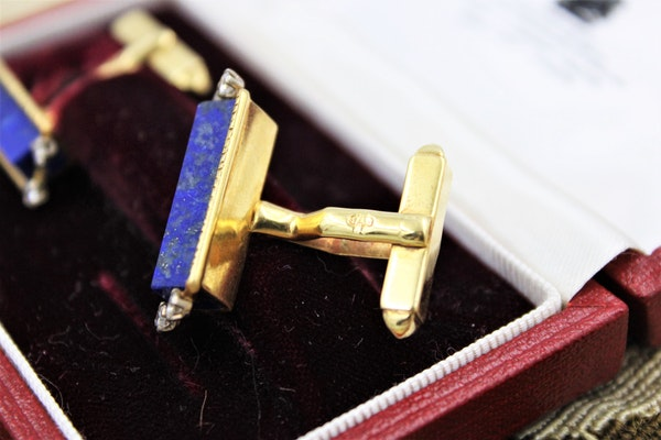 An exceptional pair of Lapis Lazuli and Diamond Cufflinks mounted in 18 Carat Yellow Gold, Aspreys' Date Mark 1974 - image 2