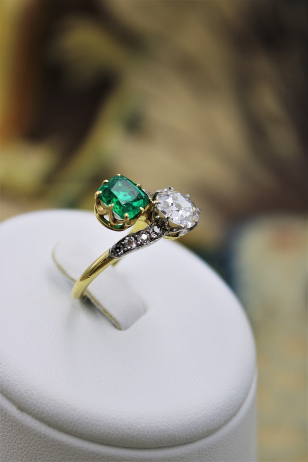 An exceptional Colombian Emerald & Diamond Ring mounted in 18ct Yellow Gold & Platinum, English,Circa 1910 - image 2