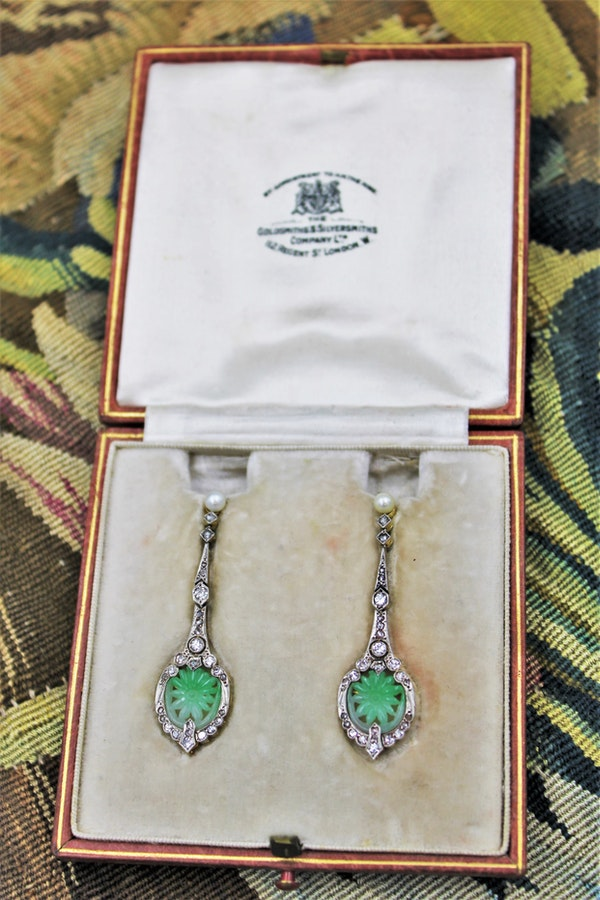 An exceptional pair of Natural Jadeite (untreated), Diamonds & Pearl Earrings set in 18ct Yellow Gold & Platinum, Circa 1920-1930. - image 1