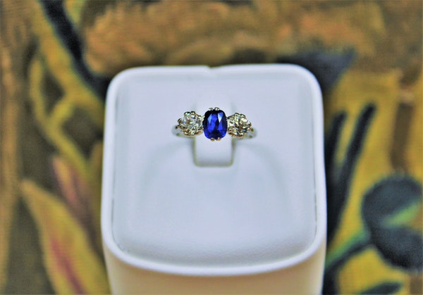 An extremely beautiful Sapphire and Diamond Three Stone Ring, Circa 1935. - image 2