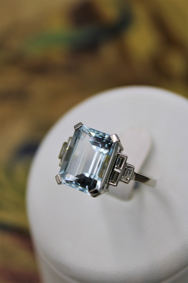 A very beautiful Platinum (marked) Aquamarine of approximately 8 Carats and Diamond stepped shouldered Ring, Mid 20th Century. - image 1