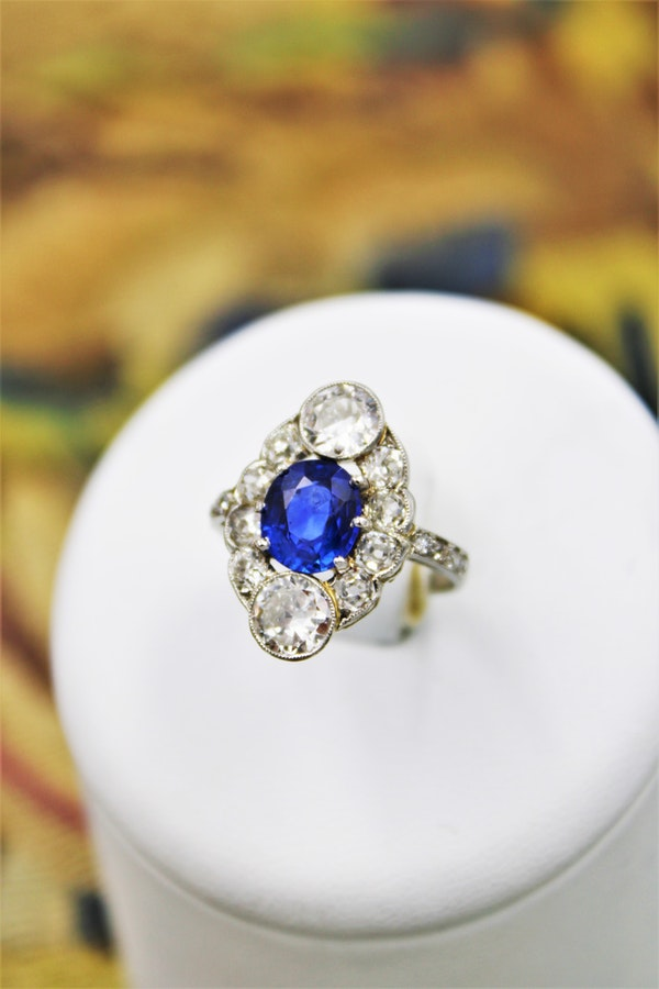 "An extraordinary example of an ""Art Deco"" Sapphire, Diamond & Platinum Ring, Circa 1920-1930. - image 1"
