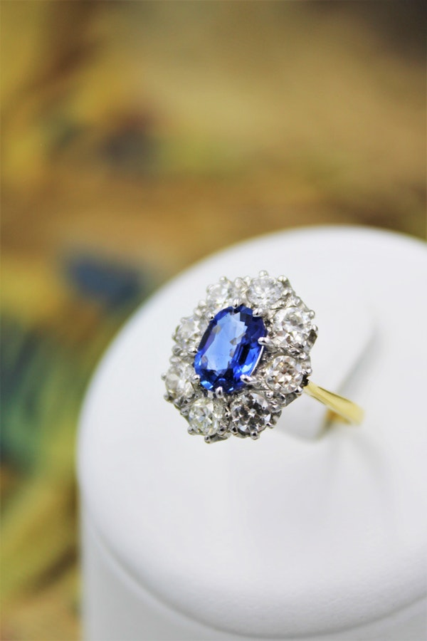A fine 2.01ct. Sapphire and Diamond Cluster Ring mounted in 18ct Yellow Gold & Platinum, Pre-owned - image 1
