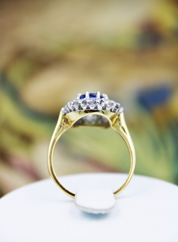 A fine 2.01ct. Sapphire and Diamond Cluster Ring mounted in 18ct Yellow Gold & Platinum, Pre-owned - image 3