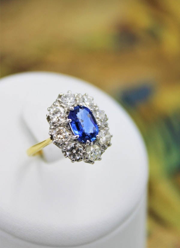 A fine 2.01ct Sapphire and Diamond Cluster Ring mounted in 18ct Yellow Gold & Platinum, Pre-owned - image 2
