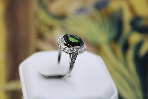 A very fine Green Tourmaline Cluster Ring set in Platinum, Pre-Owned - image 2