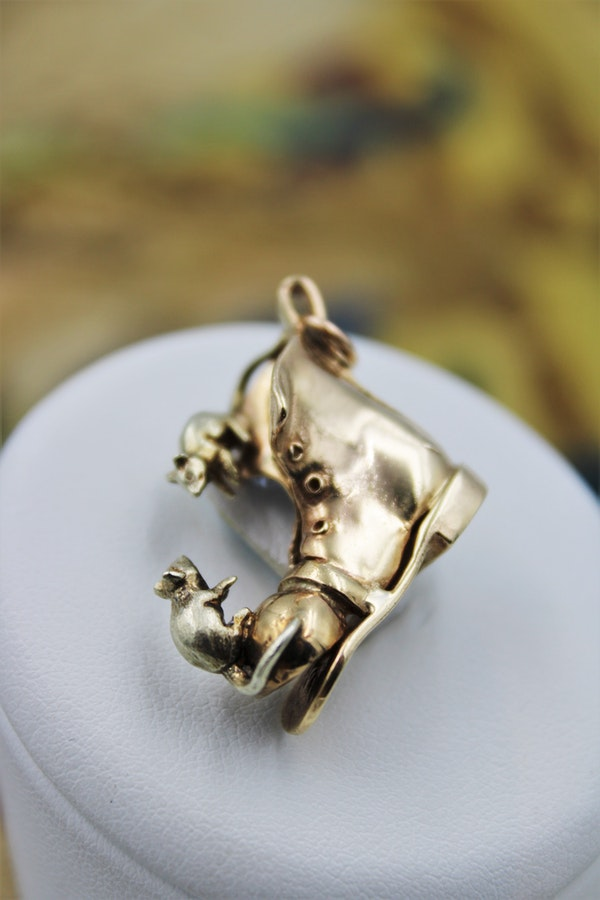 "A delightful 9 Carat Yellow Gold ""Boot"" Charm, English, Circa 1905 - image 1"