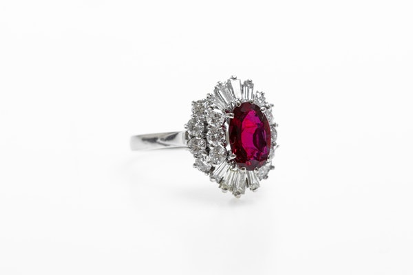A very fine 18 Carat White Gold (tested) Oval Natural Untreated Siam Ruby (1.71 Carats) and Diamond Cluster Ring, Circa 1970 - image 2
