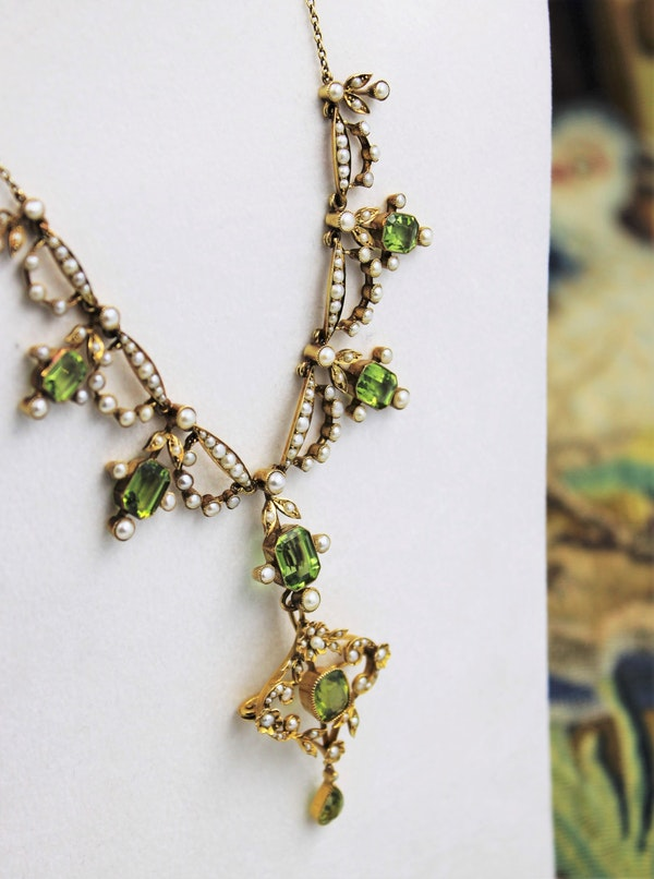 An exquisite Peridot & Seed Pearl Festoon Necklace with a matching Quatrefoil style detachable Pendant/Brooch in 15 Carat Yellow Gold, English, Circa 1900 - image 1
