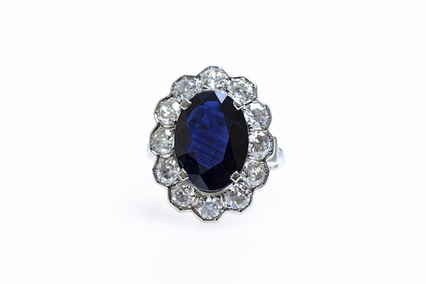 A remarkable Oval Sapphire & Diamond Cluster Ring mounted in Platinum, French, Circa 1935 - image 2