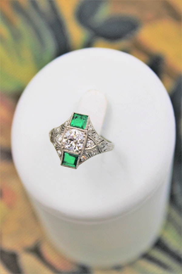 "An extraordinarily stylish and finely made Platinum ""Art Deco"" 1.00 Carat Diamond & two ""Square Cut"" Emerald Ring, Circa 1935 - image 1"