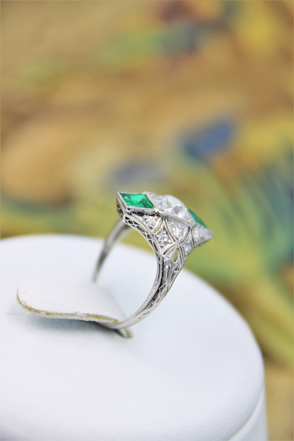 "An extraordinarily stylish and finely made Platinum ""Art Deco"" 1.00 Carat Diamond & two ""Square Cut"" Emerald Ring, Circa 1935 - image 3"