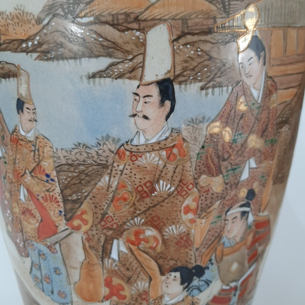 Pair Japanese Satsuma vases with decoration of wealthy figures - image 6