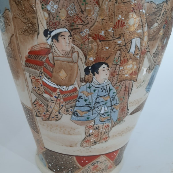 Pair Japanese Satsuma vases with decoration of wealthy figures - image 7