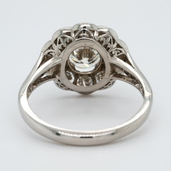 A diamond cluster ring - image 2