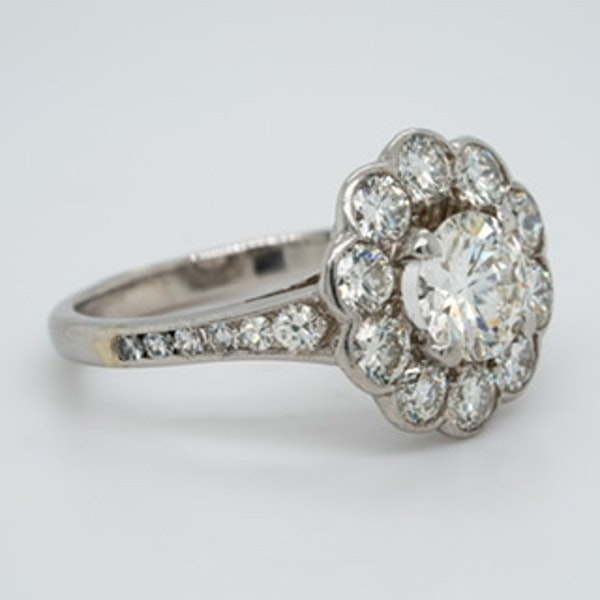 A diamond cluster ring - image 3