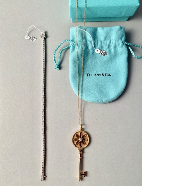 Date 2010's, Tiffany & Co 18ct Yellow Gold and Diamond Daisy Key Pendant,,,,,,, SHAPIRO & Co - image 7