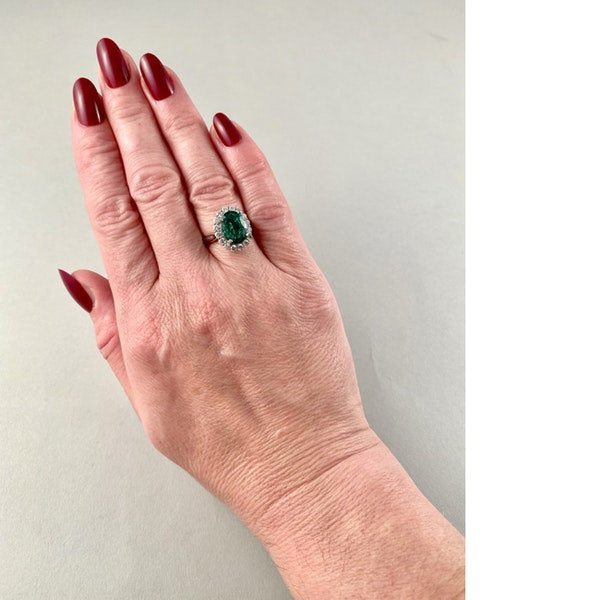 1970's 18ct White Gold Emerald & Diamond stone set Ring, SHAPIRO & Co - image 5