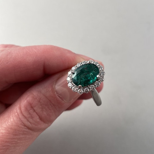 1970's 18ct White Gold Emerald & Diamond stone set Ring, SHAPIRO & Co - image 7