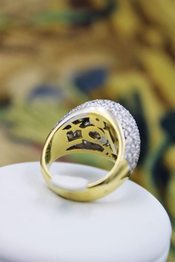 A very stylish Diamond Demi-Bombe Ring mounted in 18 Carat Yellow & White Gold, French, Circa 1980 - image 4