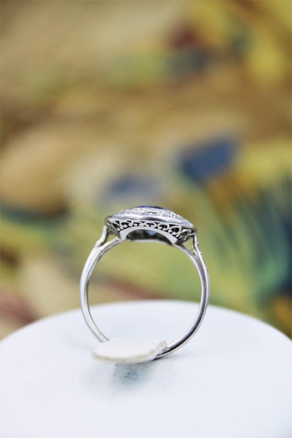A fine Platinum Oval Ceylon Sapphire & Double Diamond Cluster Ring, Circa 1940.. - image 3