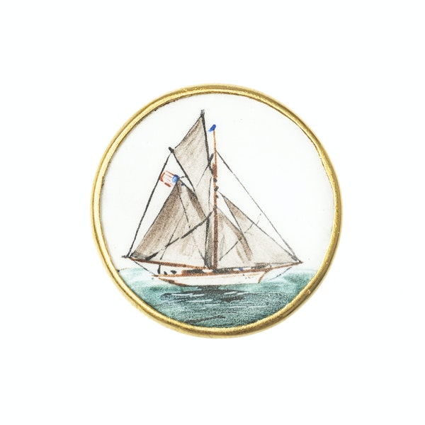 Early 20th Century Hand Painted Yachting Plaques mounted as Cufflinks in 18 Carat Gold, English circa 1920 - image 4