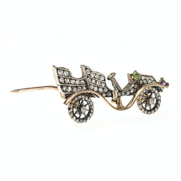 Late 19th Century Diamond Set Brooch of a Vintage Car, English circa 1895. - image 3