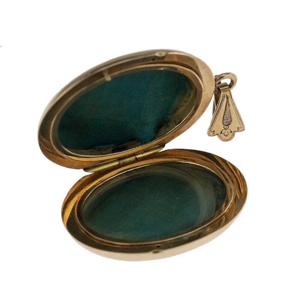 Russian Gold and Black Enamel Locket, St. Petersburgh 1880s. - image 3