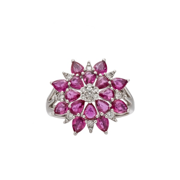 Star/flower shaped ring - image 2