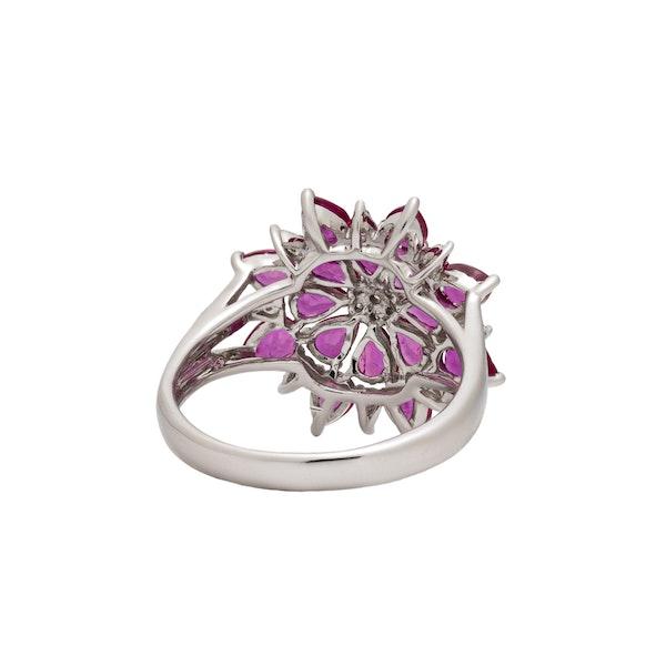 Star/flower shaped ring - image 3