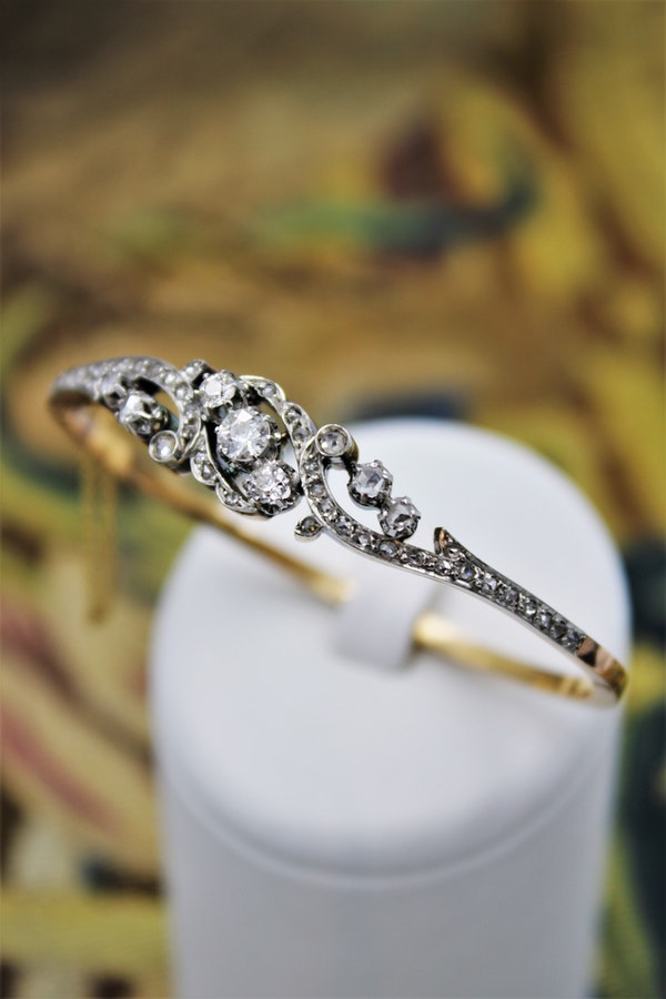 "A very fine ""Belle Epoque"" Diamond Bangle in 18 ct. Yellow Gold & Platinum, French, Circa 1905. - image 1"