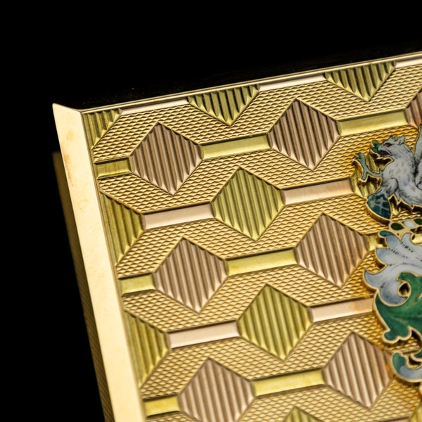 STUNNING 20thC ENGLISH PRESENTATION 18k SOLID GOLD & ENAMEL SNUFF BOX c.1958 - image 9