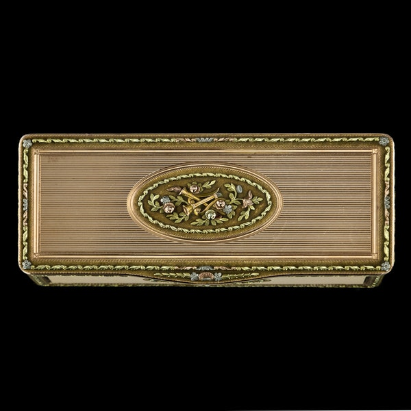 ANTIQUE 19thC RUSSIAN ROYAL PRESENTATION 14k THREE-COLOUR GOLD SNUFF BOX c.1820 - image 2