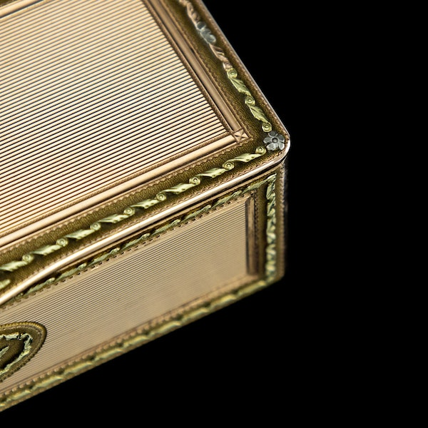 ANTIQUE 19thC RUSSIAN ROYAL PRESENTATION 14k THREE-COLOUR GOLD SNUFF BOX c.1820 - image 10