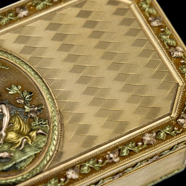 ANTIQUE 19thC SWISS 18k THREE-COLOUR GOLD SNUFF BOX, GENEVA c.1800 - image 12