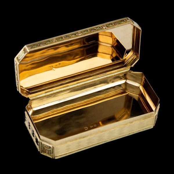 ANTIQUE 19thC SWISS 18k THREE-COLOUR GOLD SNUFF BOX, GENEVA c.1800 - image 7