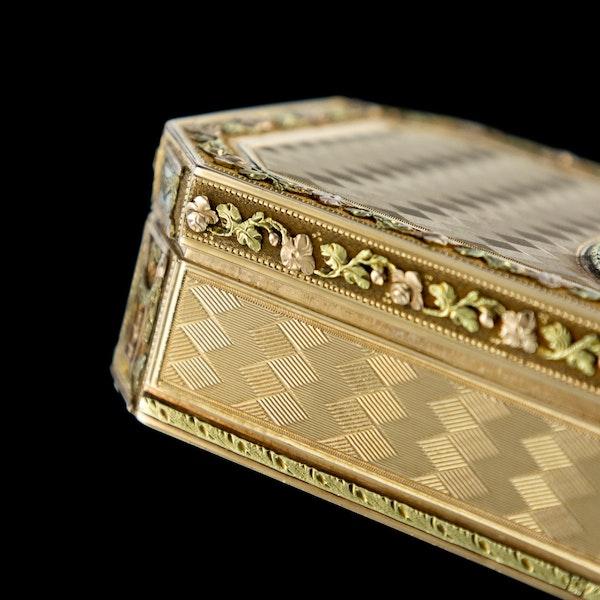 ANTIQUE 19thC SWISS 18k THREE-COLOUR GOLD SNUFF BOX, GENEVA c.1800 - image 14