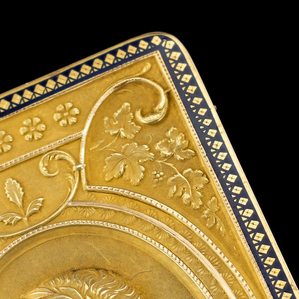 ANTIQUE 19thC SWISS 18k GOLD & ENAMEL SNUFF BOX, GENEVA c.1800 - image 9