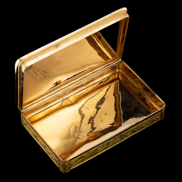 ANTIQUE 19thC SWISS 18k GOLD & ENAMEL SNUFF BOX, GENEVA c.1800 - image 5