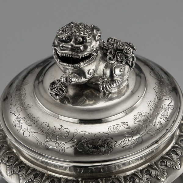 ANTIQUE 19thC CHINESE EXPORT SILVER TWO-HANDLE CUP & COVER, LUEN WO c.1880 - image 7